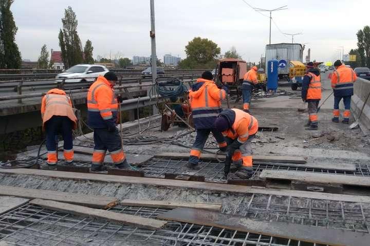 Вже недовго терпіти затори: дорожники назвали строки завершення ремонт