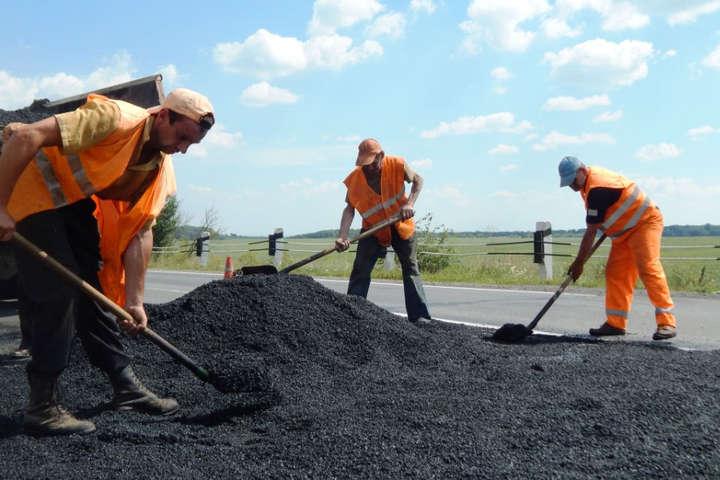 Чиновники Київщини підозрюються у розтраті 6 млн грн на ремонті доріг