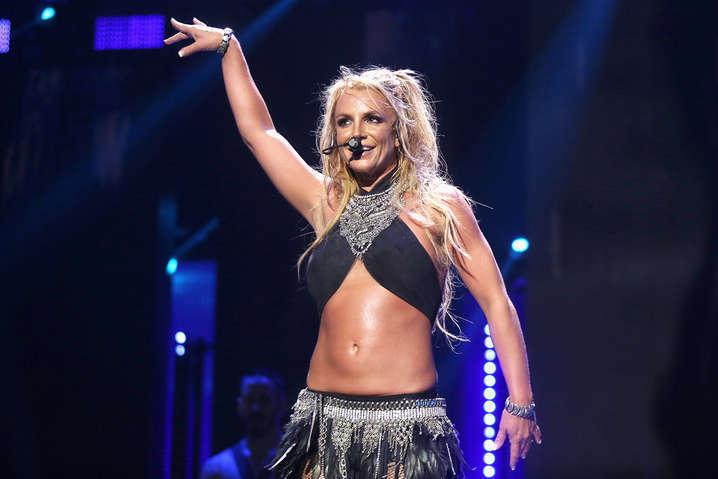 Бритни Спирс отдыхает на Гавайях: новые фото папарацци