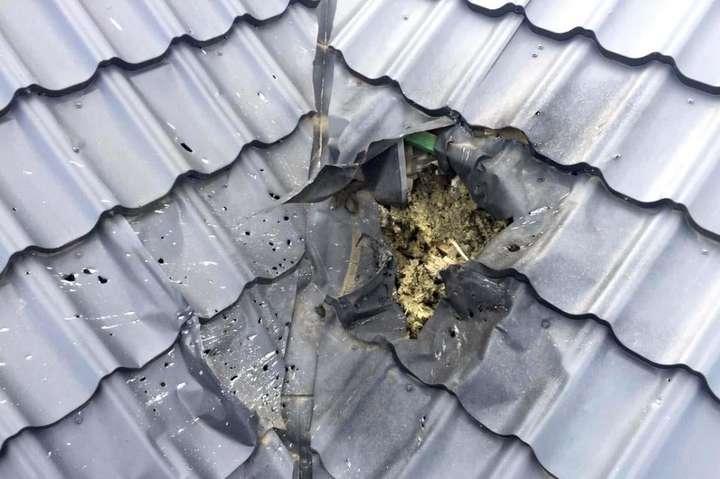 На даху будинку депутата вибухнула граната «РГД 5». Внаслідок вибуху пошкоджено металеву покрівлю - У Рівному невідомі кинули гранату в будинок депутата