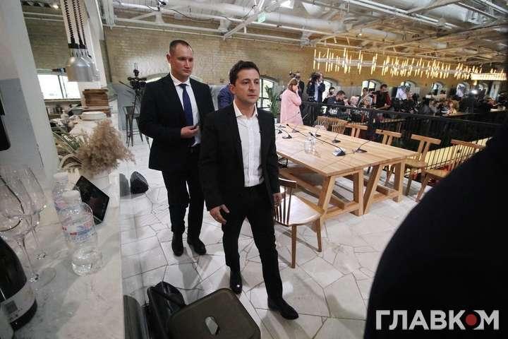 Володимир Зеленський скористався уколами, щоб не втратити голос - Президент зізнався, що в перервах на пресмарафоні йому роблять уколи