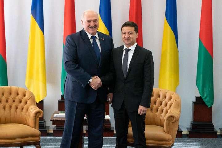 Зеленський домовився з Лукашенком про трансляцію українських телеканалів у Білорусі