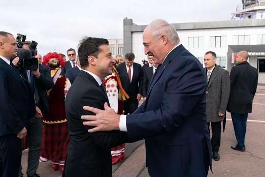Тінь Кремля висить над взаєминами Білорусі та України