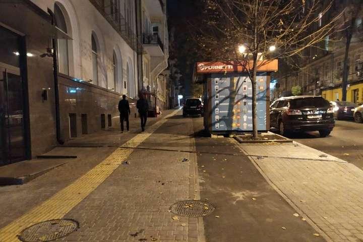 У центрі Києва встановили МАФ прямо посеред велодоріжки (фото)