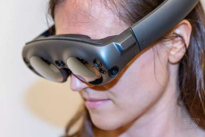 Окуляри з доповненою реальністю на сьогодні не користуються великою популярністю, бо виглядають надто великими та не схожі на звичайні окуляри - Apple розробляє окуляри з доповненою реальністю