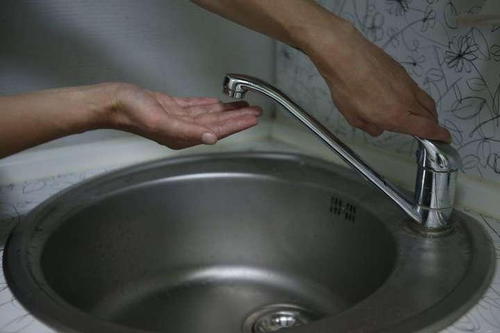 У домівках киян зникла вода - Напередодні вихідних через аварії залишилася без води частина Києва (адреси)