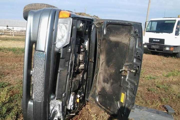 Під час затримання викрадена автівка перекинулася - На Київщині поліція затримала неповнолітніх автоугонщиків, які за ніч викрали три машини (фото)