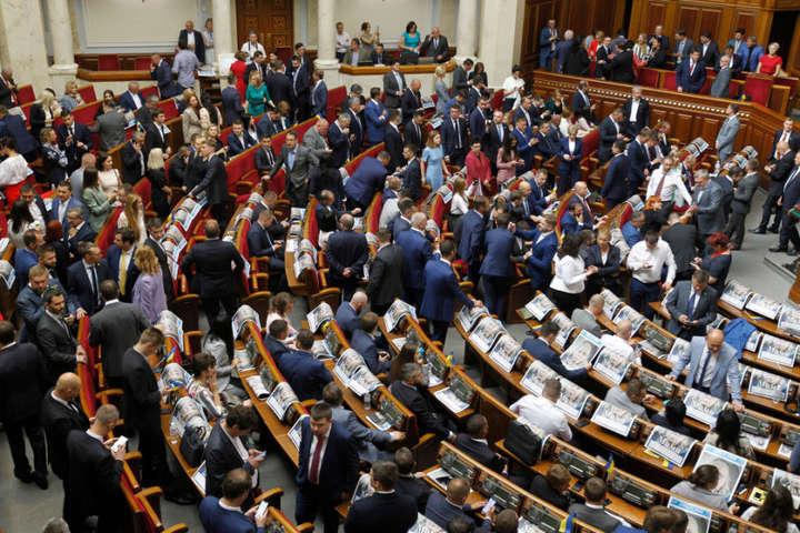 Законодавчий турборежим: щодня в Раді реєструється по 24 нових законопроекти