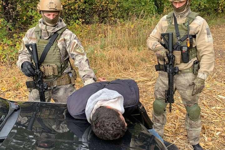 Спецпризначенці оперативно затримали злочинців — Обчистили на $37 тис.: банда іноземців зі зброєю вдерлася до будинку мешканця Київщини