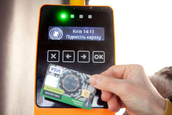 Е-квиток: у трамваях і тролейбусах Києва можна буде платити банківською картою