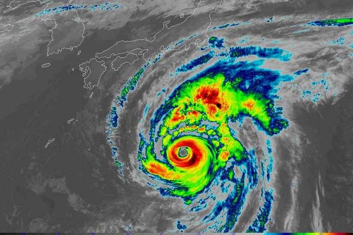<p>До Японії наближається тайфун «Хагібіс» Об этом сообщает <a href=