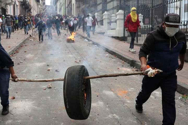 Протести в столиці Еквадору - Еквадор, який очолює президент-комік, охопили масові протести