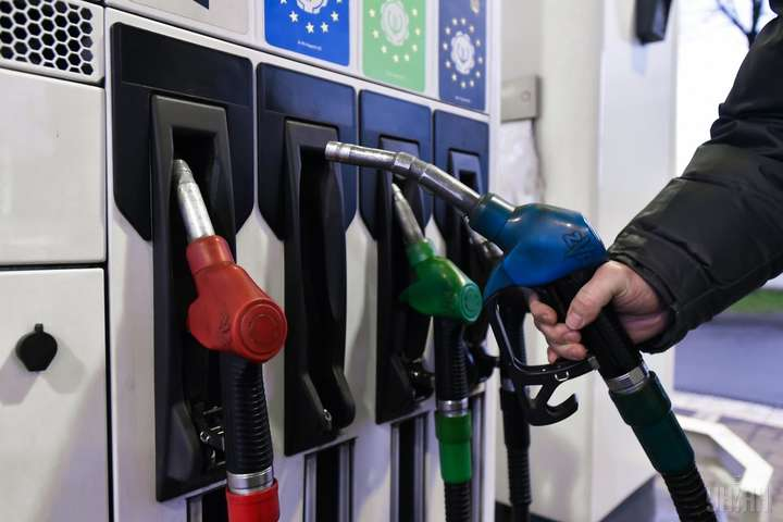 Газ для автомобілів коштує усередньому 11,77грн. Мінімальна вартість на мережевих АЗС - 11,15грн, максимальна - 12,39грн - Ціни на українських АЗС сьогодні