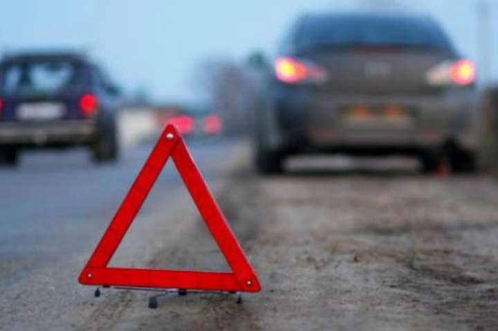 На Львівщині автівка зіткнулася з мотоблоком – є постраждалий