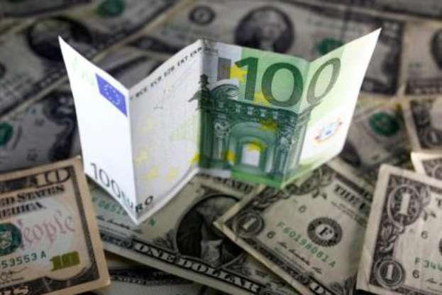 За оцінками аналітиків цієї осені курс долара може досягнути рекордно низької за чотири роки позначки, опустившись нижче 24 грн/$ - На українців наступного тижня чекає новий курс долара