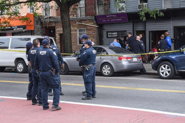 <p>Стрілянина сталася в районі Бруклін близько 07:00 за місцевим часом (14:00 за київським часом)</p> <p> — У США внаслідок стрілянини біля нічного клубу загинули 4 людини»></p></div> <div class=