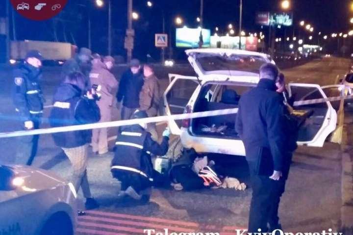 У Києві затримали чотирьох чоловіків зі зброєю та гранатами - У Києві затримали напакований гранатами автомобіль