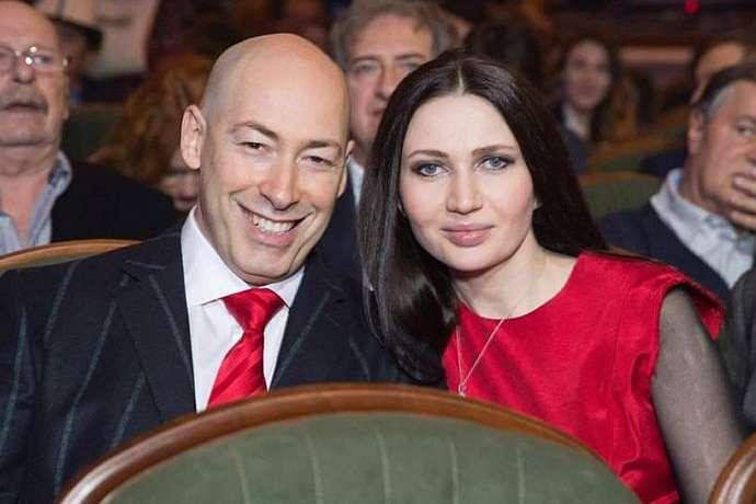 Скандальний журналіст Дмитро Гордон всьоме став татом
