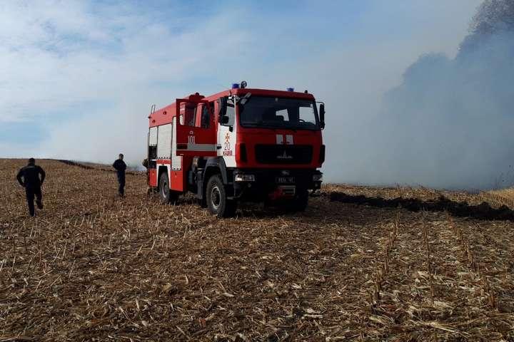 Впродовж суботи пожежно-рятувальні підрозділи Черкаської області 7 разів залучалися на ліквідацію пожеж стерні та сухої трави на відкритій території — На Черкащині впродовж доби ліквідували сім пожеж на полях, – ДСНС