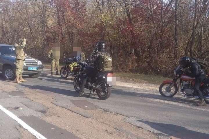Пошуки з квадрокоптером і погоня поліції: у зоні ЧАЕС затримали сталкерів на байкерах