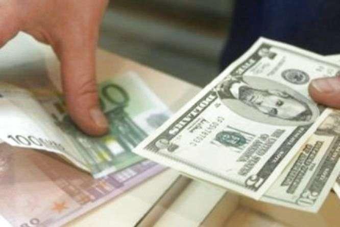 Долар і євро знову дорожчають: курс валют на 15 жовтня