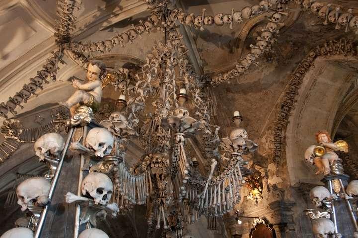 Фотографії Костниці в Чехії - В Чехії туристам заборонять фотографувати у відомій церкві з кісток
