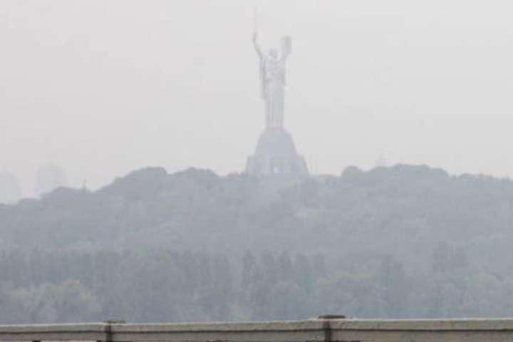Жителів Києва заспокоїли: у повітрі немає критичних перевищень шкідливих речовин