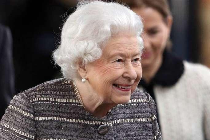 <p>Елизавета II</p> <p>instagram.com/theroyalfamily</p> <p> — Елизавете II пришлось накладывать швы из-за участия в драке любимых корги»></p></div> <div class=