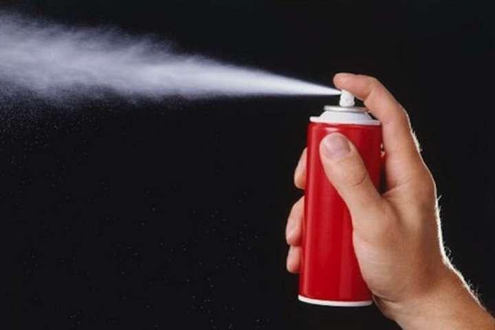 Переплутала з парфумами. У Львові 12 студентів опинилися в лікарні після розпилення балончика з газом