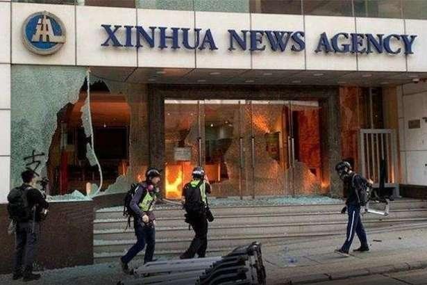 У Гонконзі протестуючі розгромили офіс головного інформагентства Китаю