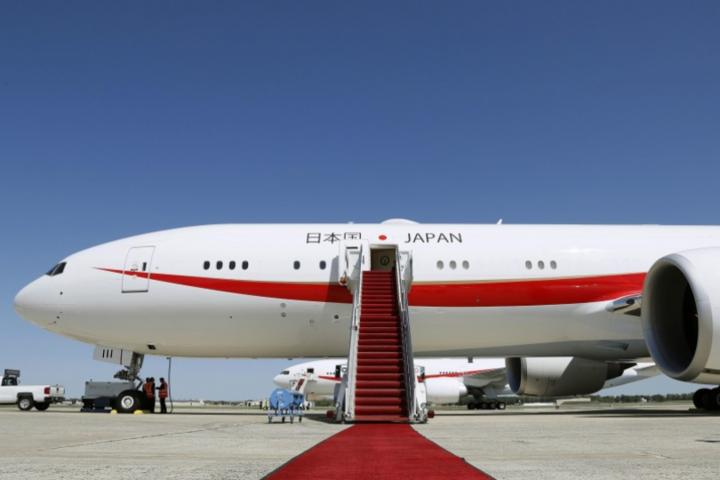У літаку прем'єра Японії під час польоту сталася пожежа