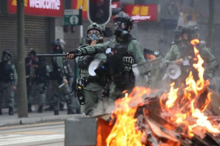 У Гонконзі не вщухають протести — Внаслідок сутичок у Гонконзі постраждало понад пів сотні людей