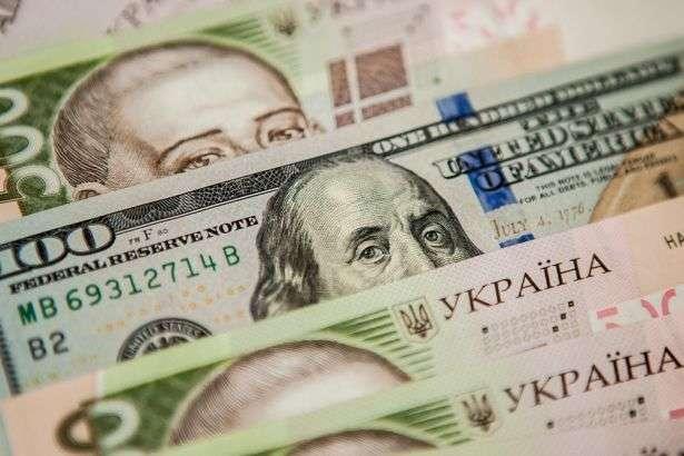 Нацбанк на сьогодні знизив курс долара