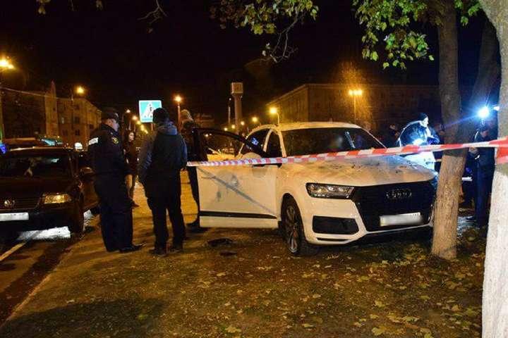 В Маріуполі пішохід вдарив ножем у груди водія, який зробив йому зауваження
