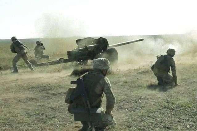 Бойовики на Донбасі гатили з забороненої артилерії та мінометів
