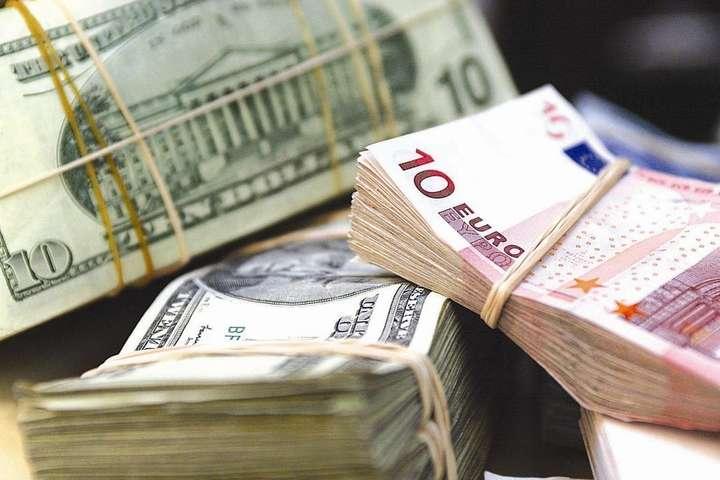 Відсьогодні в Україні валюту можна купити у необмеженій кількості