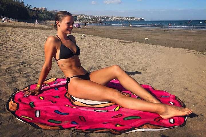 В свої 20 років Луна вже є справжньою зіркою бельгійського фігурного катання — Юна красуня з Бельгії. Неймовірно ефектні фото чарівної фігуристки Луни Хендрікс