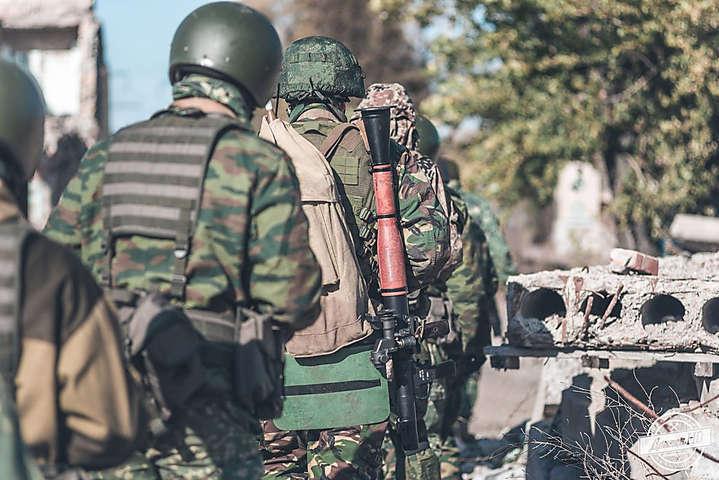 Бойовики з ПВК «Вагнера» були неодноразово помічені у бойових діях в Лівії, Сирії та на сході України — У бійців в Лівії і на Донбасі виявили схожі поранення від путінських бойовиків