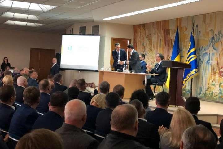 <p>Новопризначений голова Харківської ОДА Олексій Кучер заявив, що він «налаштований на серйозну роботу» Об этом сообщает <a href=