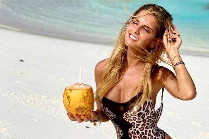 Мічела Персіко — відома ведуча і модель — Шикарна білявка, яка зводить чоловіків з розуму. Запаморочливі фото дівчини гравця «Ювентуса» Ругані