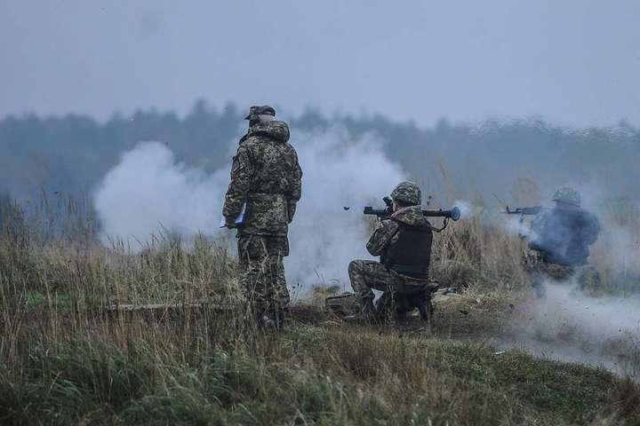 Доба на Донбасі: один військовий загинув, четверо — поранені