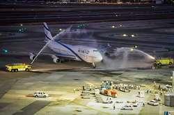 Фото: — Урочиста зустріч рейсу LY1747 в Тель-Авіві
