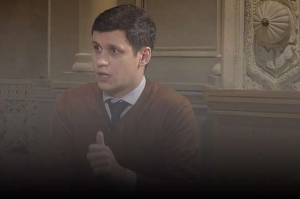 <p>Нардеп з фракції«Слуга народу» Роман Грищук вважає, що його колеги не зрозуміли, як треба голосувати</p> — Не розуміли, що це означає. «Слуга Народу» пояснив, чому його колеги не проголосували за арешт Дубневича