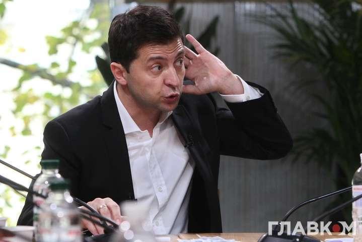 Зеленський звинуватив старих політиків, що виступають проти ринку землі, в лобіюванні чиїхось інтересів та порівняв Україну з Таджикистан та Конго, де досі діють обмеження щодо продажу землі — Земля в ілюмінаторі Зеленського