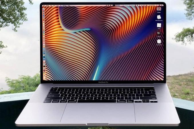 <p>MacBook оснащений 8-ядерним процесором Intel Core i9, пам'яттю на 64 ГБ і SSD-накопичувачем до 8 ТБ</p> — Apple представила новий 16-дюймовий MacBook Pro