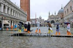 Фото: — <span>На площі Святого Марка рівень води досяг майже 185 см, затоплені музеї, ресторани та бібліотека</span>