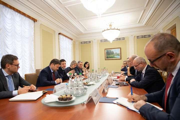 Зустріч Володимира Зеленськогоз послами країн Великої сімки