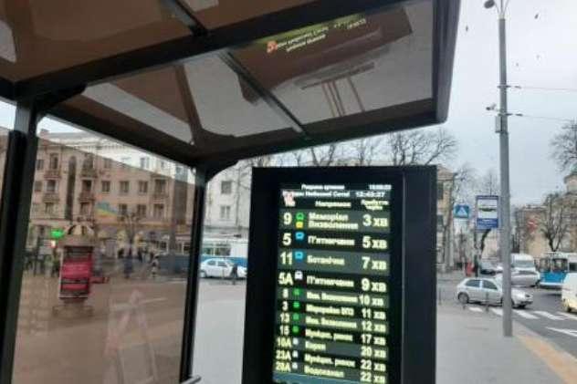 У Вінниці на тролейбусній зупинці запрацювало електронне табло з розкладом руху