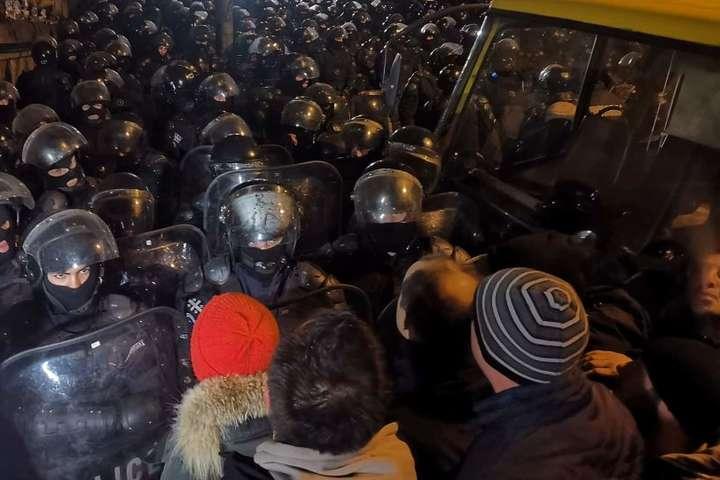 <p>Спецназ відтиснув мітингувальників від входів до парламенту Грузії</p>