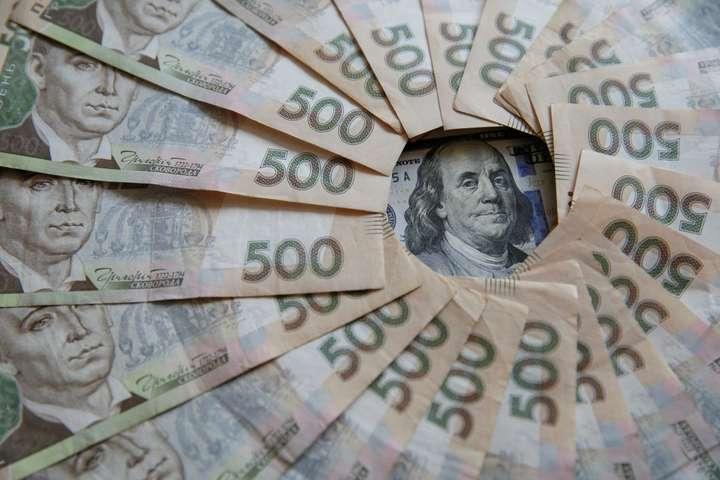 Долар завмер на мінімумі: курс валют на 28 листопада